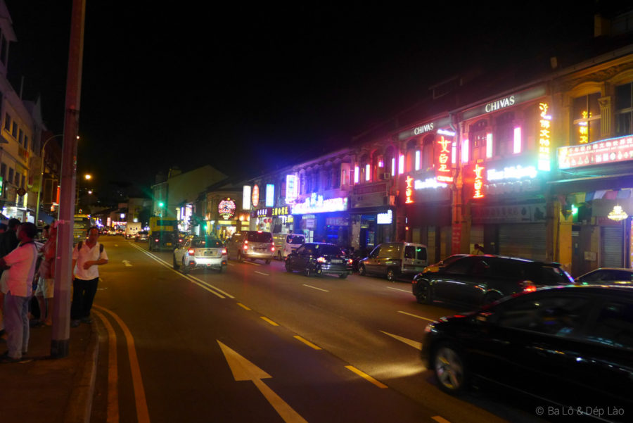 Đường phố Geylang về đêm