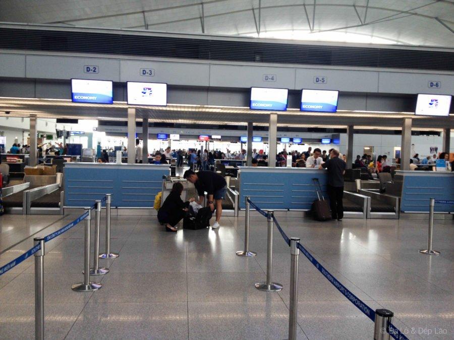 Khu vực làm thủ tục của Malaysia Airlines ở sân bay Tân Sơn Nhất