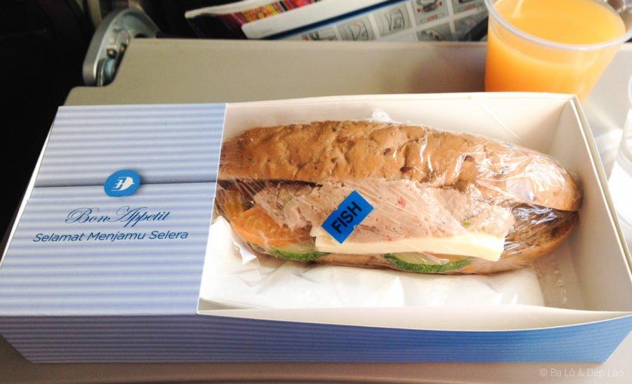 Thức ăn nhẹ dành cho hành khách - Bánh mì cá ngừ