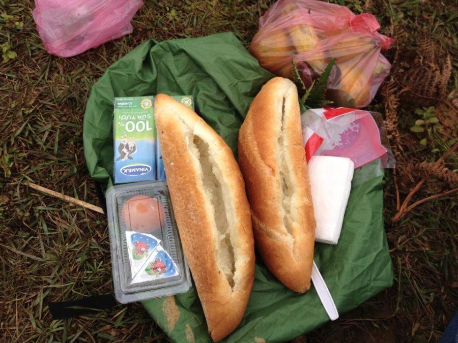 Bữa trưa dinh dưỡng cho dân phượt bụi ;)