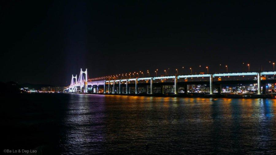 Cầu treo Gwangan lấp lánh về đêm