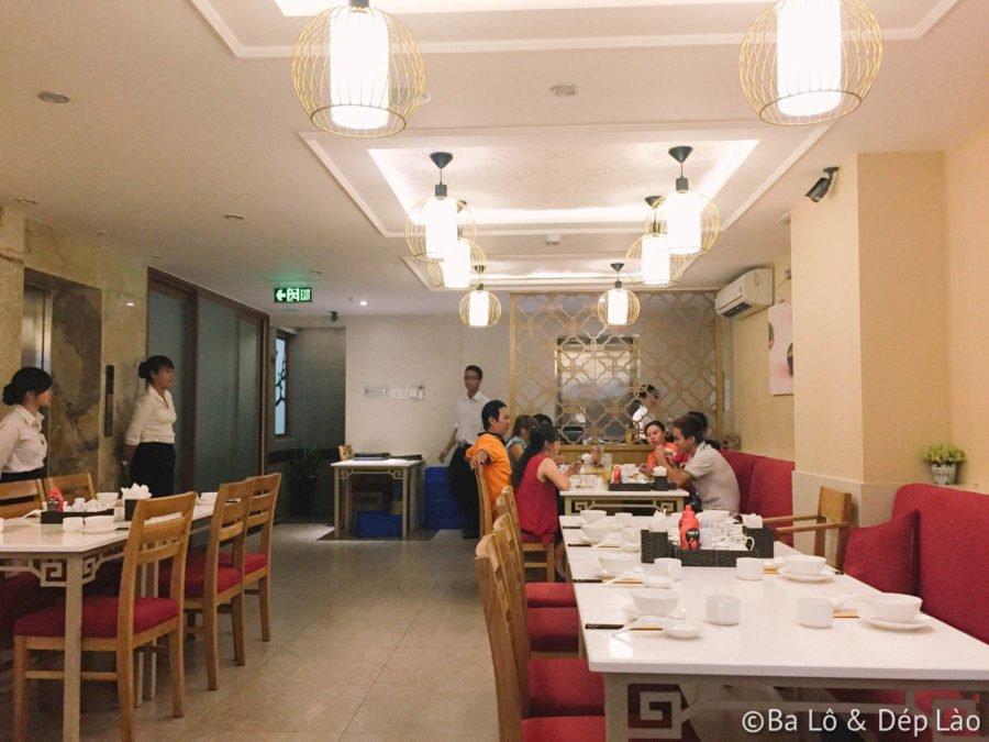 Bên trong nhà hàng ấm cúng, không gian nhỏ xinh