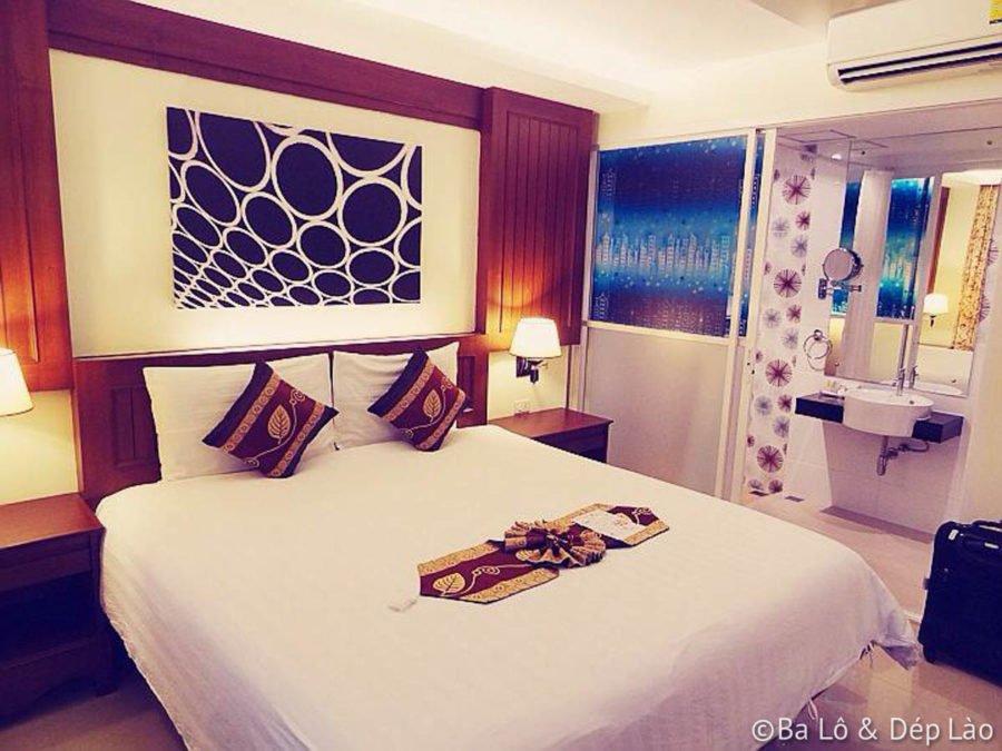 Khách sạn của tụi mình tại Patong nhỏ xinh, sạch sẽ ;)