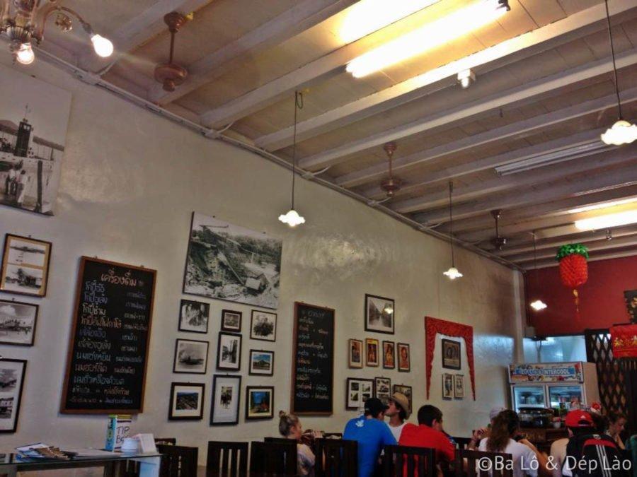 Nhà hàng hiện hữu từ rất lâu đời mang lại không gian hoài niệm ấm cúng