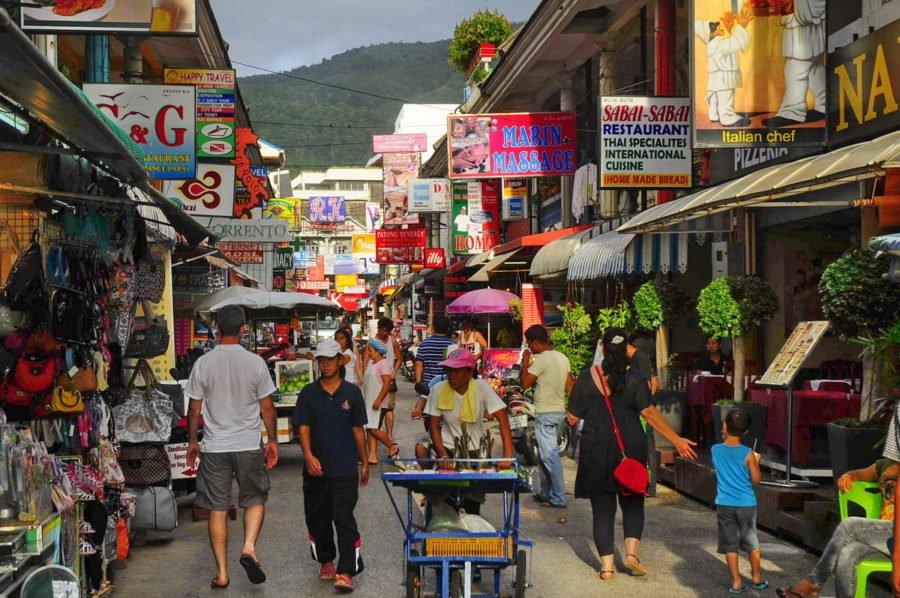 Đường phố nhộn nhịp tại Patong