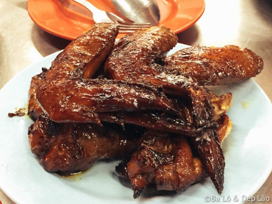 Món cánh gà nướng - đặc sản nổi tiếng của quán
