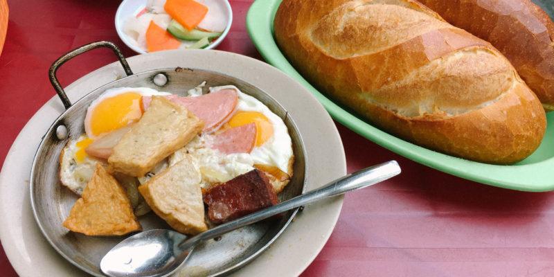 Thú vị với Bánh mì chảo Hoà Mã lâu đời nhất ở Sài Gòn